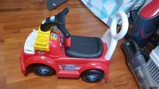 Preloved walker. Good condition but toys are missing.