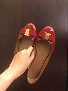 Salvatore ferragamo classic Res patent shoes