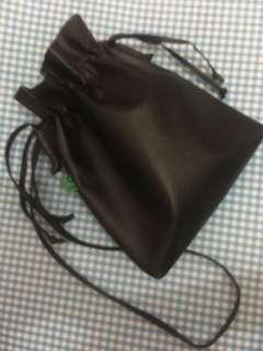 Saling bag hitam