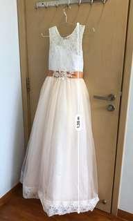 🚚 Flower girl/ bridesmaid dress , gown