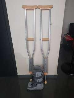 🚚 Aircast boot size medium and crutches set
