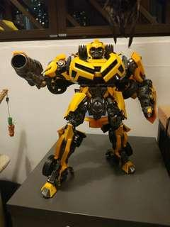 Battle Ops Bumblebee Oversized OS - Transformers KO
