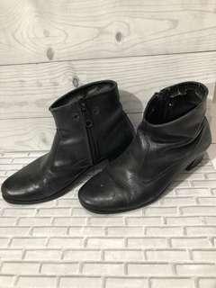 Boots hitam size 40