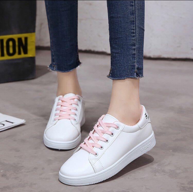 64cd78fbffa BN cute white sneaker with pink shoelace, Women's Fashion, Shoes ...