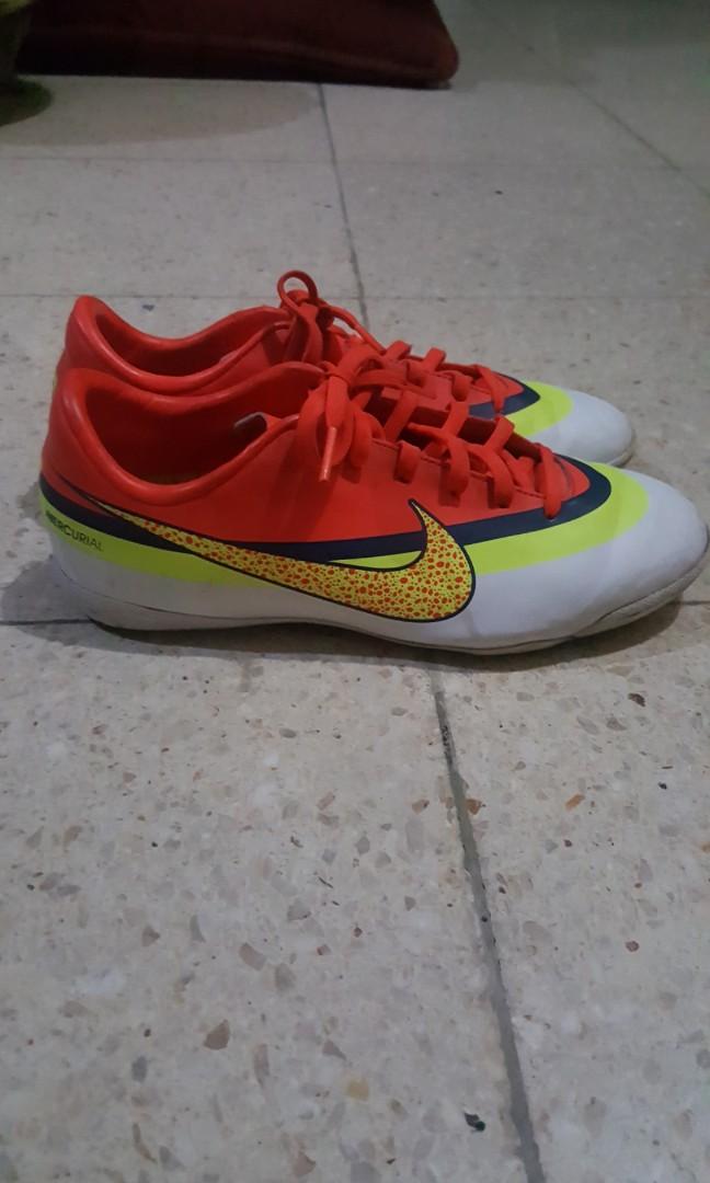 Sepatu futsal nike mercurial junior cr7 c32c0f7a33