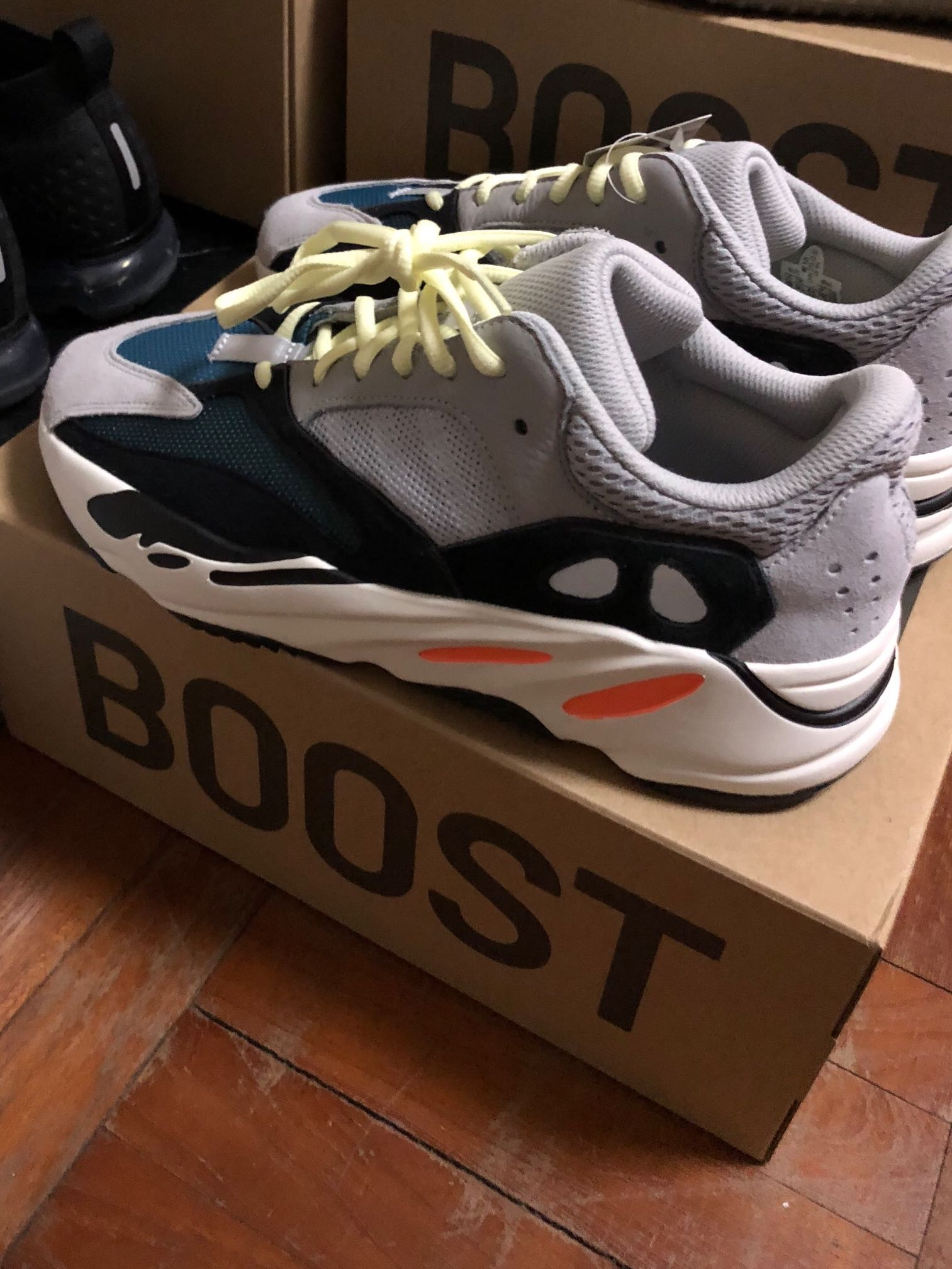 cee6a9254a678 Yeezy 700 wave runner us 5