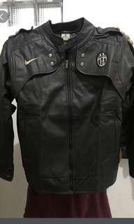 Jaket kulit Juventus