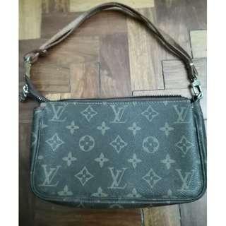 Original Louis Vuitton Monogram Pochette small handbag