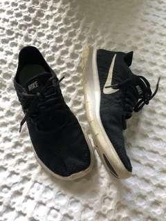 Nike flyknit size 7.5