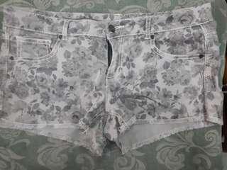 Floral Low-waist shorts