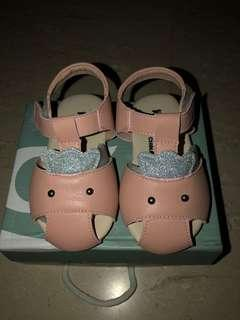 Brand New toddler Ger shoes in pink size 18