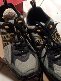 Sepatu Olahraga - Specs