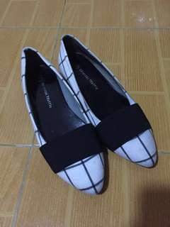 Oriental Traffic Pointed Flats Size 37