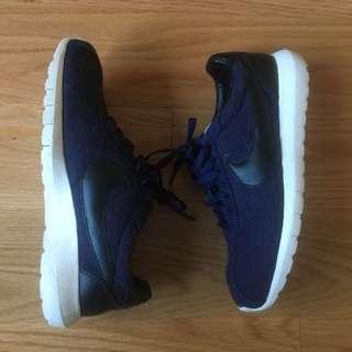 Nike sneakers (US8)