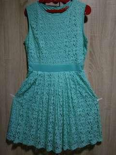 Dress brukat hijau