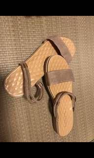 拖鞋(杏色)全新