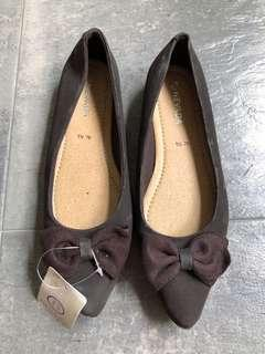 Nevada brown pointed flats