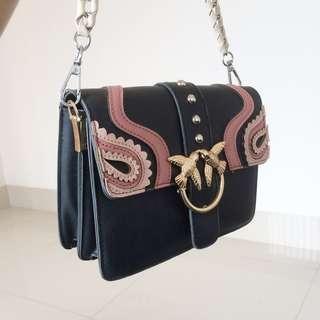 Tas Hitam Sling Bag Detail Pink