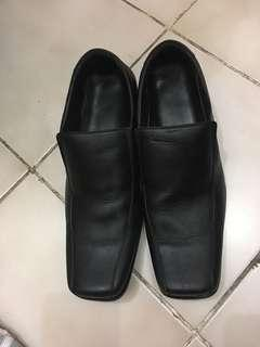 Sepatu pesta formal
