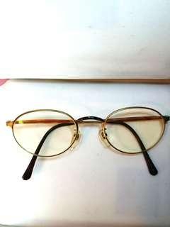 日本名牌Matsuda眼镜架。銅金色加玳瑁鼻架。  男女合用。  原價過1000.