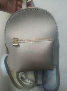 Tas miniso warna silver