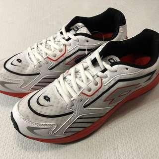 Lotto 白色跑鞋(全新)