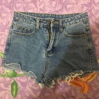 🚚 玫瑰刺繡短褲