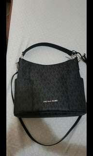 SALE❗✔❗Authentic Michael Kors 2way Bag