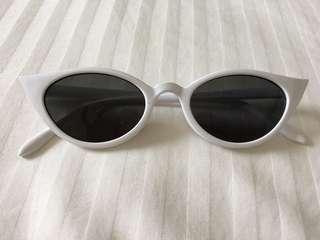 Retro cat sunglasses white rim