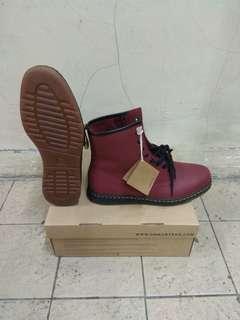 Sepatu Dr. Martens Newton