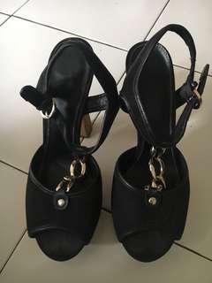 Preloved heels GUESS