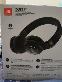 JBL wireless on ear headphone