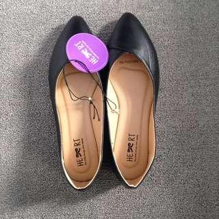 Flat Shoes - The Little Things She Needs