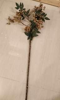 Christmas tree decorations (berries)