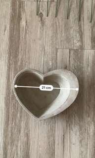 🚚 Heart Cement Pot