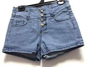 淺藍高腰排扣牛仔短褲