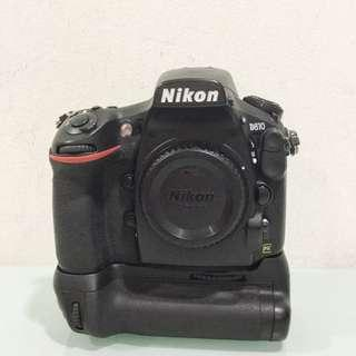 Nikon D810 with MBD12 multi-power battery pack