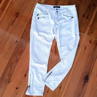 Women's size 10 'CARTER JAMES APPAREL' White skinny pants with zips - AS NEW
