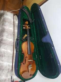 Splendour violin Model no. A404 4/4