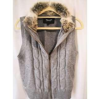 🚚 Knitted Vest with faux-fur collar in Grey
