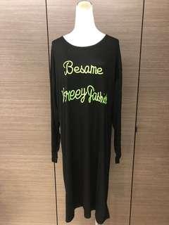 🚚 全新 配色字母休閒洋裝