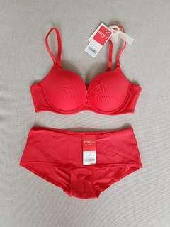 Wacoal red set