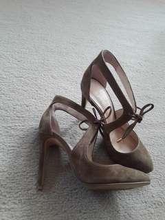 Seeds heels