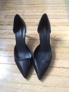 Le chateau pointed black heels