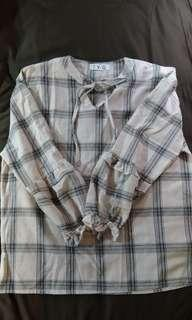 領口綁帶微燈籠袖格子衫