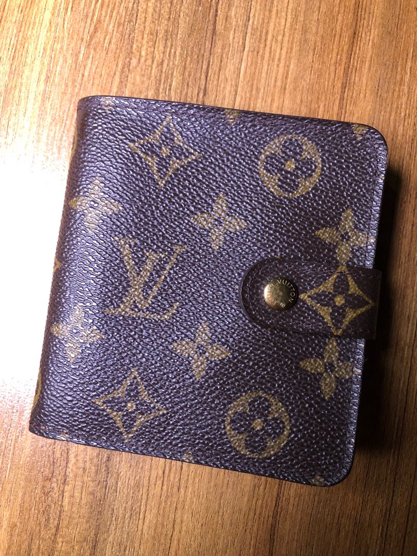 Authentic Louis Vuitton Monogram French Purse Wallet, Luxury, Bags   Wallets  on Carousell c19cd36aabf
