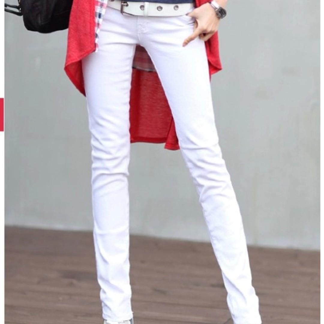BRAND NEW - Low rise / waist white stretchable jeans