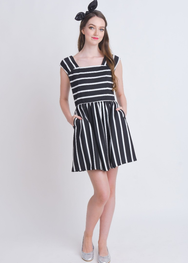 c4520c4da968 L zzie Kellar Black White Stripes Skater Dress
