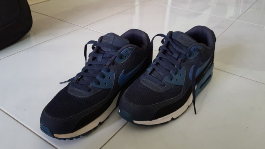 9f88d83b30f46 Nike Air Max 90 Essential, Men's Fashion, Footwear, Others on Carousell