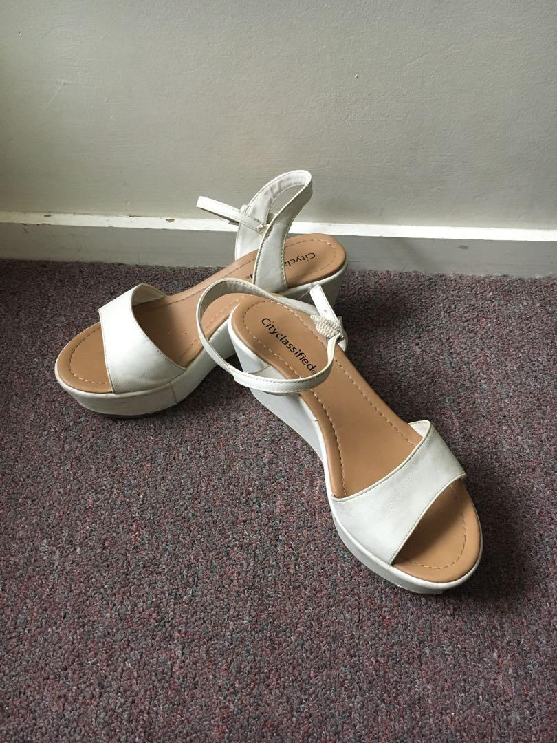 Summer white wedge
